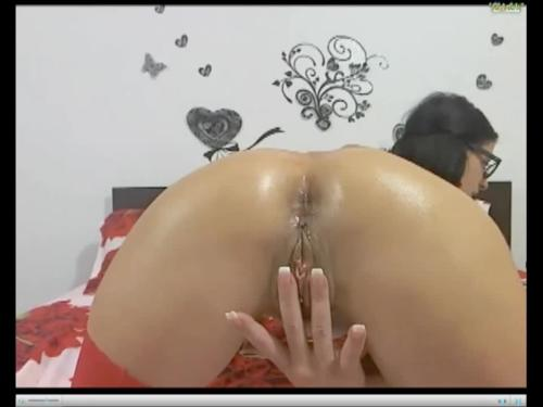 Webchat: solo play fingering pierced pussy